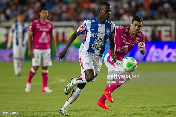 Walter Ayovi of Pachuca drives the ball as Rafael Marquez of Leon looks on during the Championship second leg match between Pachuca and Leon as part...