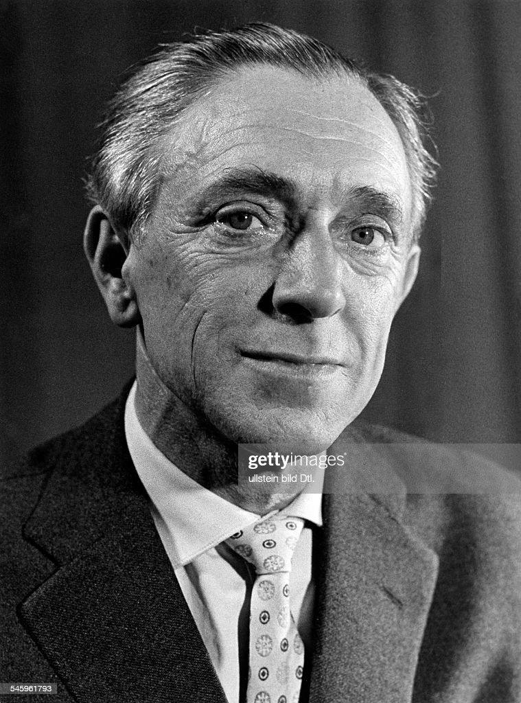 <b>Walter Bluhm</b>*-+Schauspieler, DPortrait- um 1964 - walter-bluhm05081976schauspieler-dportrait-um-1964-picture-id545961793