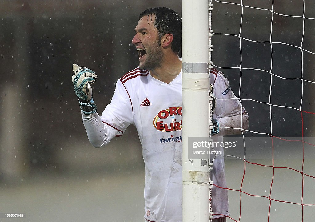 Walter Bressan of AS Varese directs his defense during the Serie B match between AS Varese and Calcio Padova at Stadio Franco Ossola on November 10, 2012 in Varese, Italy.