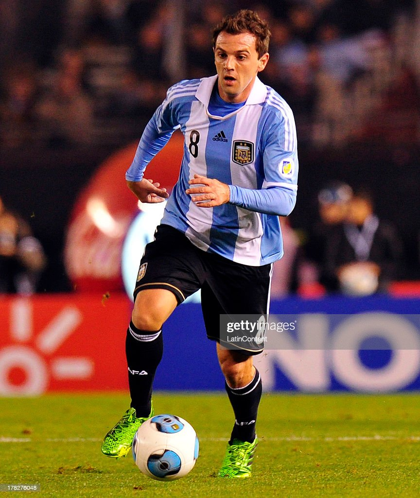 Walter Montillo of Argentina conducts the ball during a match between Argentina and Colombia as part of the South American Qualifiers for the FIFA World Cup Brazil 2014 at the Estadio Antonio Vespucio Liberti on June 07, 2013 in Buenos Aires, Argentina.