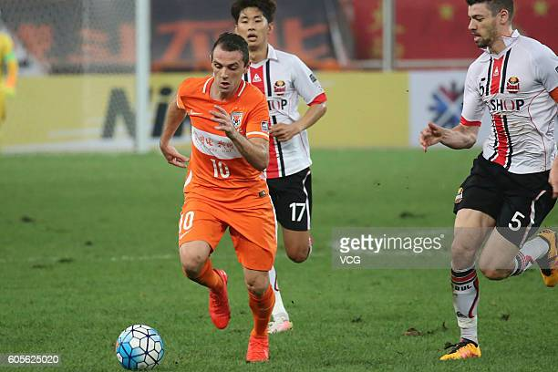 Walter Montillo of Shandong Luneng drives the ball during the quarter final match of the AFC Champions League between Shandong Luneng and FC Seoul at...
