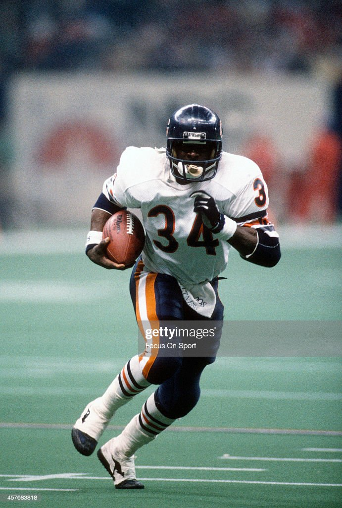 <a gi-track='captionPersonalityLinkClicked' href=/galleries/search?phrase=Walter+Payton&family=editorial&specificpeople=216517 ng-click='$event.stopPropagation()'>Walter Payton</a> #34 of the Chicago Bears carries the ball against New England Patriots during Super Bowl XX January 26, 1986 at the Louisiana Superdome in New Orleans, Louisiana. The Bears won the Super Bowl 46-10.