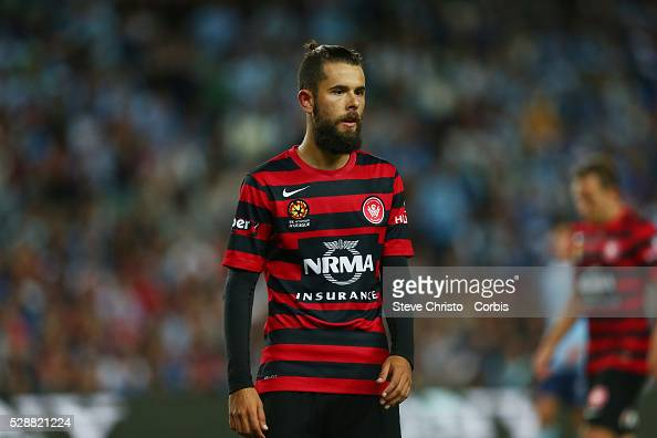 http://media.gettyimages.com/photos/wanderers-vitor-saba-on-his-way-to-take-a-corner-during-the-match-picture-id528821224?s=594x594