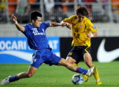 Wang SangMin of South Korea's Suwon Bluewings fights for the ball with Song HoYoung of South Korea's Seongnam Ilhwa during the quarterfinal football...