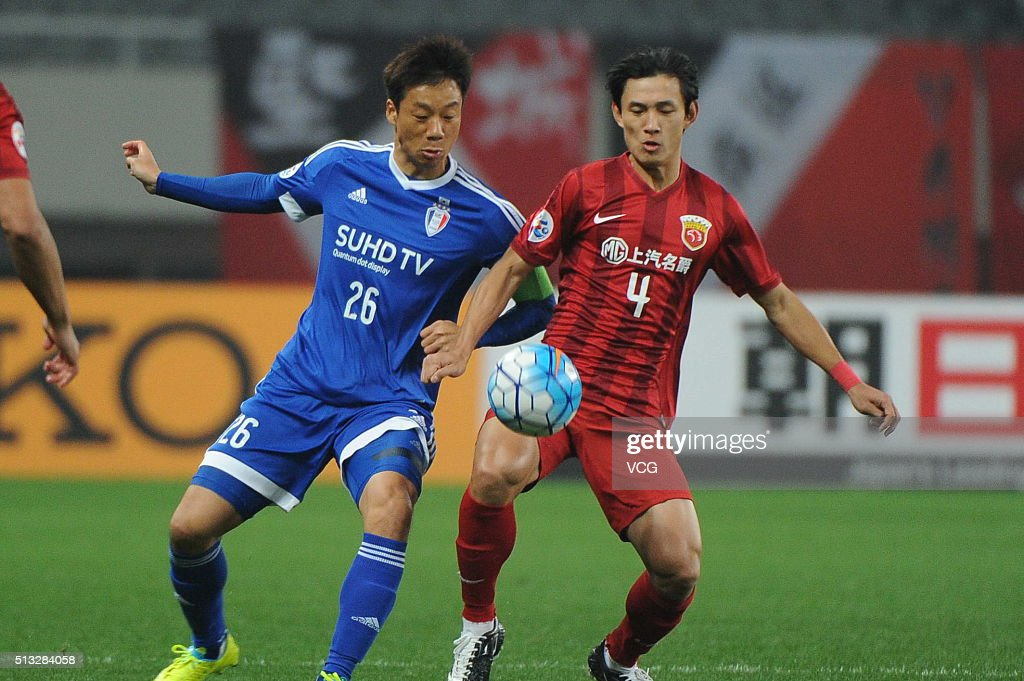 Wang Shenchao #4 of Shanghai SIPG and Yeom Ki-hun #26 of Suwon Samsung Bluewings compete for the ball during the AFC Champions League Group G match between Shanghai SIPG and Suwon Samsung Bluewings at Shanghai Stadium on March 2, 2016 in Shanghai, China.