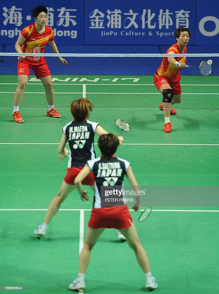 Wang Xiaoli (top R) and Yu Yang (top L) of China compete against Miyuki Maeda (bottom L) and Satoki Suetsuna of Japan (bottom R) in the women's doubles final at the China Open badminton tournament in Shanghai on November 18, 2012. AFP PHOTO/Peter PARKS