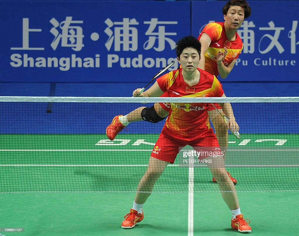 Wang Xiaoli (R) and Yu Yang (L) of China compete against Miyuki Maeda and Satoki Suetsuna of Japan in the women's doubles final at the China Open badminton tournament in Shanghai on November 18, 2012. AFP PHOTO/Peter PARKS