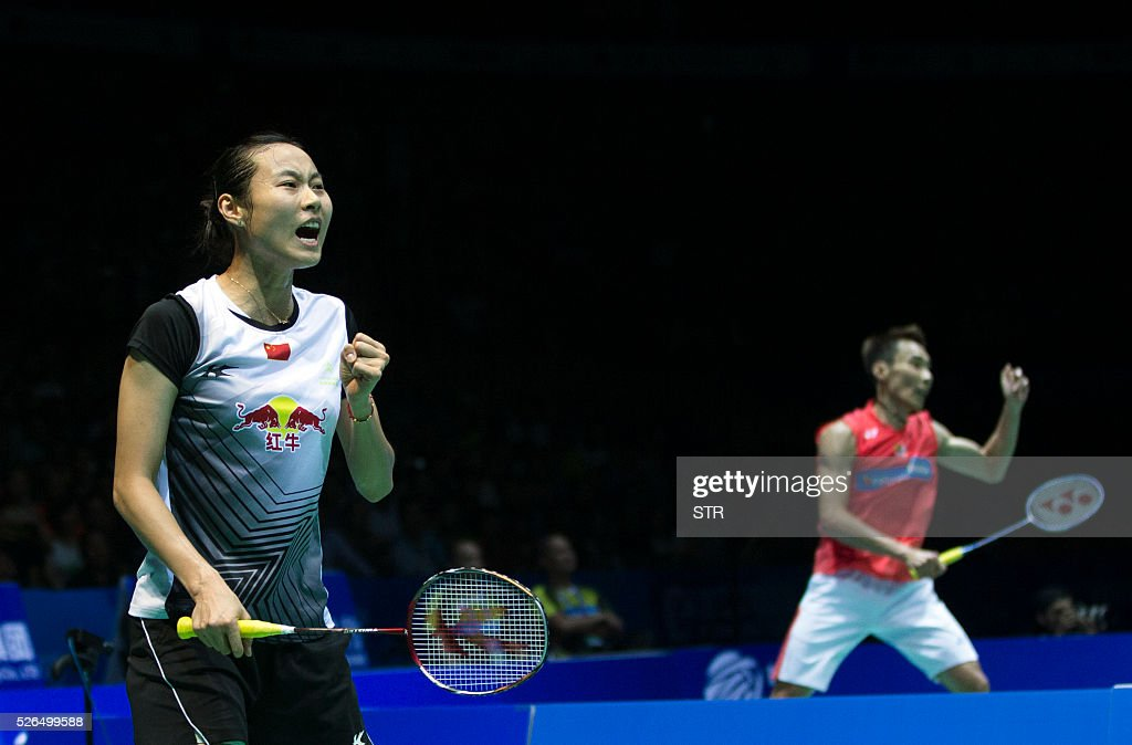 Wang Yihan (L) of China reacts during the women's singles semi-final match against Saina Nehwal of India at the 2016 Badminton Asia Championships in Wuhan, central China's Hubei province on April 30, 2016. / AFP / STR