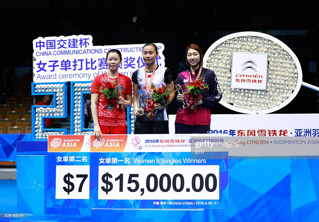 Wang Yihan (C) of China, the runner-up Li Xuerui (L) of China and the third place Sung Ji Hyun of South Korea pose on the podium after the women's singles final match at the 2016 Badminton Asia Championships in Wuhan, central China's Hubei province on May 1, 2016. / AFP / STR / China OUT