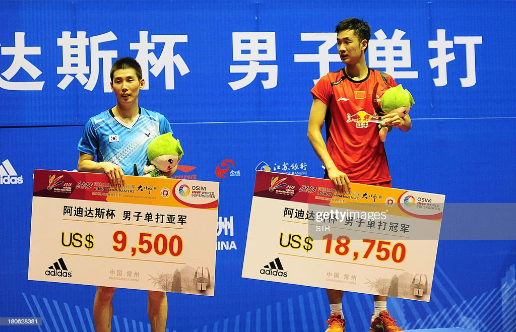 Wang Zhengming (R) of China and Son Wan Ho of South Korea pose with their trophies during the award ceremony in the men's singles final match of the 2013 China Masters in Changzhou, east China's Jiangsu province on September 15, 2013. Wang won 11-21, 21-14, 24-22. CHINA OUT AFP PHOTO