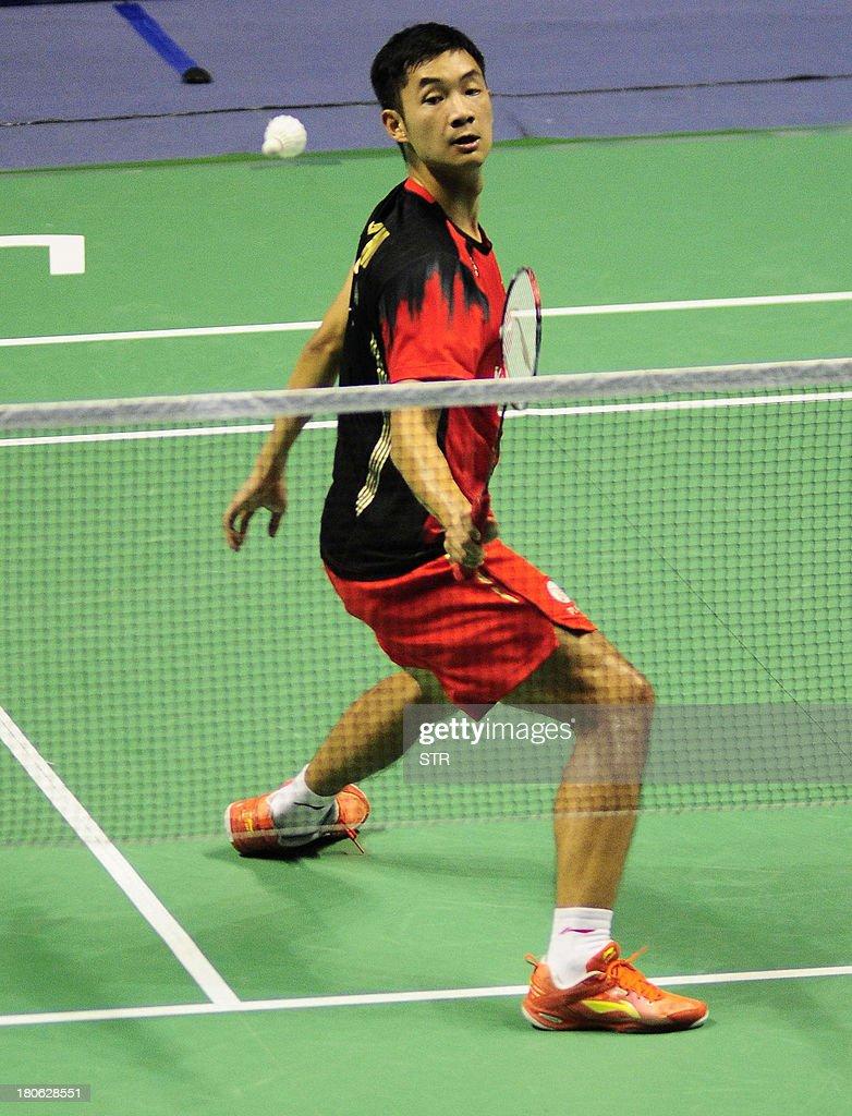 Wang Zhengming of China returns a shot to Son Wan Ho of South Korea during the men's singles final match of the 2013 China Masters in Changzhou, east China's Jiangsu province on September 15, 2013. Wang won 11-21, 21-14, 24-22. CHINA