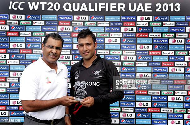 Waqar Younis presents Babar Hayat of Hong Kong with the man of the match award during of the Papua New Guinea v Hong Kong Quarter Final match at the...