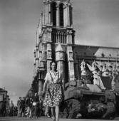 War 19391945 Liberation of Paris Tank on the square of NotreDame August 1944