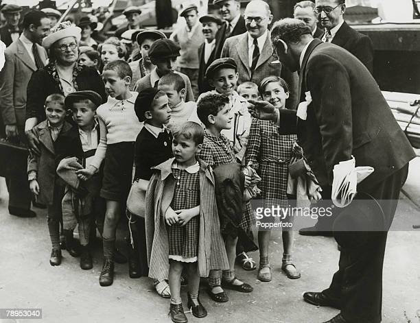 August 1939 Polish refugee children from the PolishGerman border arrive in London just before the Germans crossed the Polish frontier