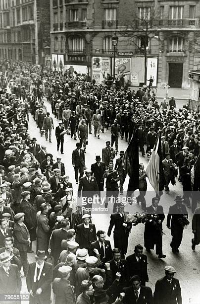 War and Conflict Spanish Civil War pic 1938 Paris French and British members of the International Brigade arrive in the city from Spain where they...