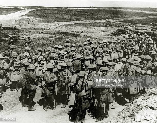 War and Conflict World War I Battle of the Somme 1st July 1916 British troops of the Seaforth Highlanders at a roll call at Beaumont Hamel after the...