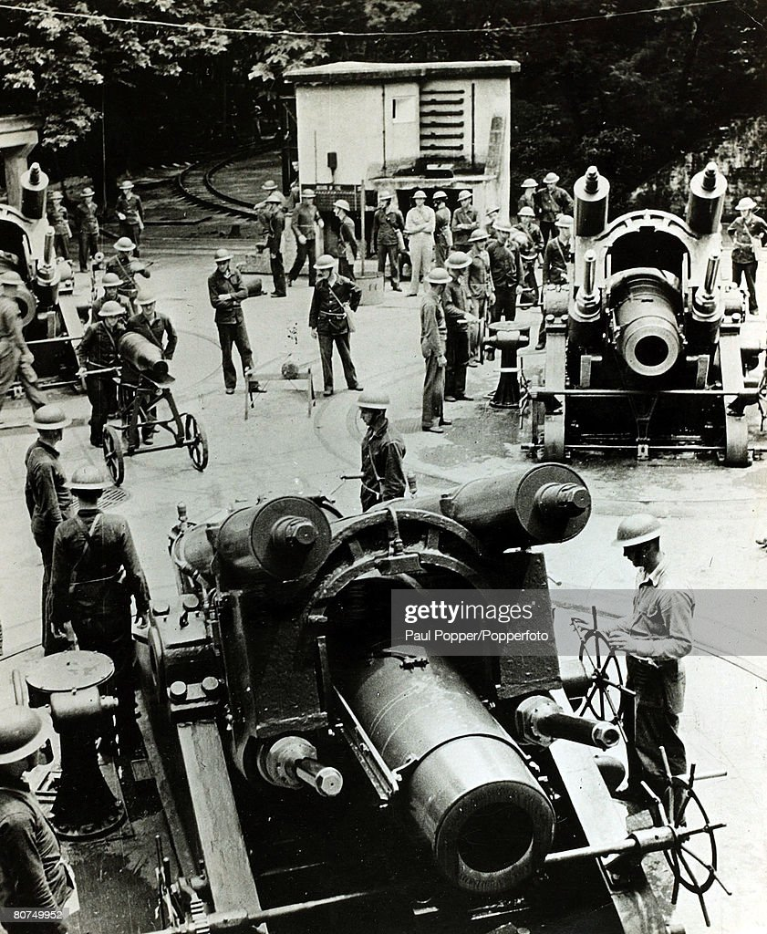 War and Conflict, World War Two, Far East, pic: circa 1943, Huge American 12 inch mortars manned by US, Coastal Artillery gunners at Fort Corregidor, in the Philippines