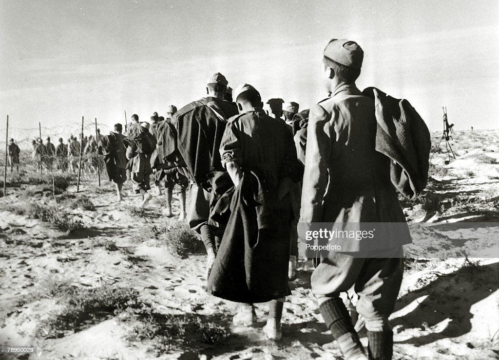 War and Conflict, World War Two, North Africa, pic: circa 1941, Italian soldiers captured during the battle of El Alamein marched off into captivity