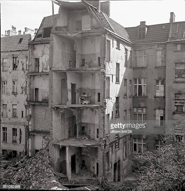 War destructions in Berlin Tempelhof View from an apartment in the Stolbergstraße 3 at the bombed houses in the Schönburgstraße at the corner to the...