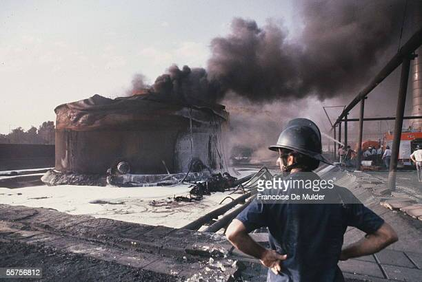 War Iran Iraq Fire of the warehouse of fuel oil of the power plant of Baghdad bombarded by the Iranians October 1980 FDM7975