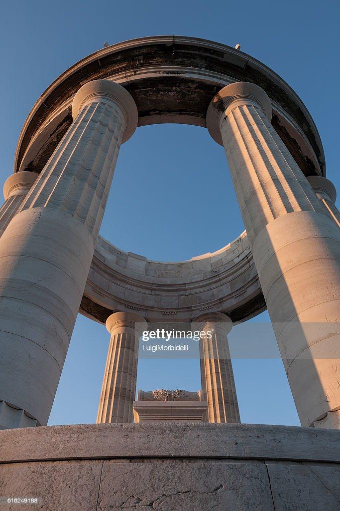 War memorial seen from below, Ancona, Italy : Foto de stock