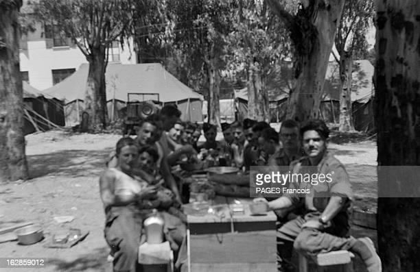 Palestro Massacre Le 23 mai 1956 un groupe de soldats assis à une table lors d'un repas à Beni Amrane entre Menouville et Palestro en GrandeKabylie...