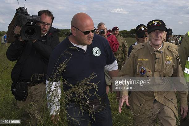 US war veteran Jim 'Pee Wee' Martin leaves after a parachute tandem jump on June 5 2014 in Carentan Normandy where he landed 70 years ago when he was...