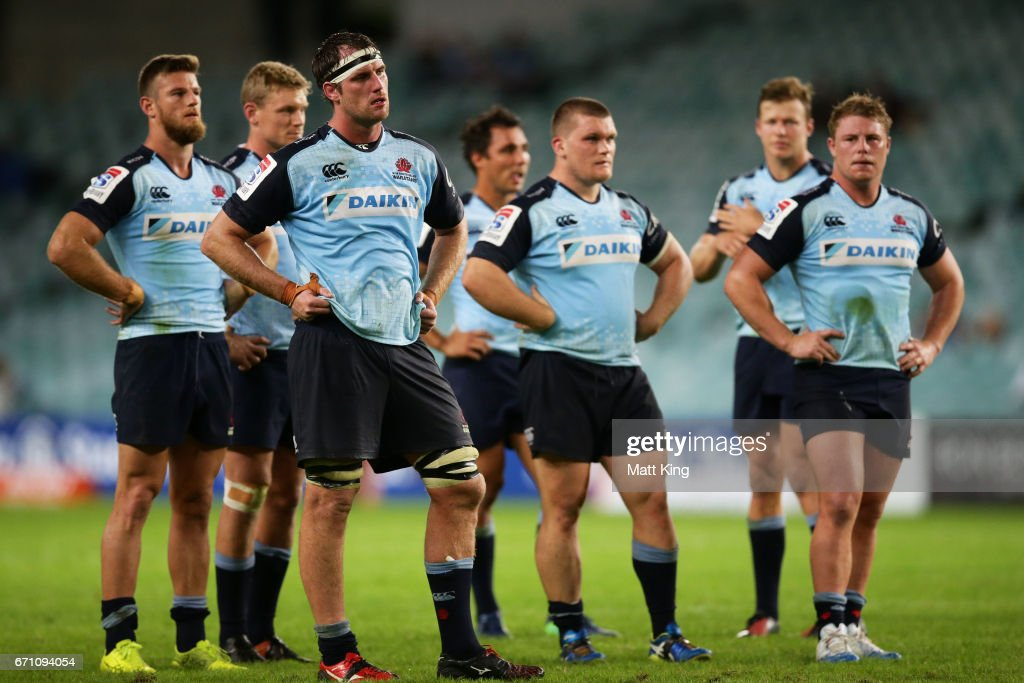 Waratah players look dejected at fulltime during the round nine Super Rugby match between the Waratahs and the Kings at Allianz Stadium on April 21, 2017 in Sydney, Australia.