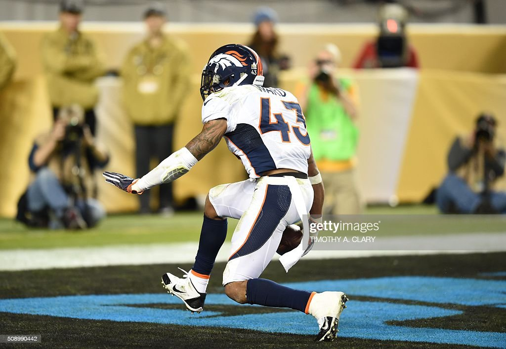 T.J. Ward of the Denver Broncos scores a two-point conversion against the Carolina Panthers during Super Bowl 50 at Levi's Stadium in Santa Clara, California February 7, 2016. The Denver Broncos produced an astonishing defensive display to defeat the Carolina Panthers 24-10. / AFP / TIMOTHY A. CLARY