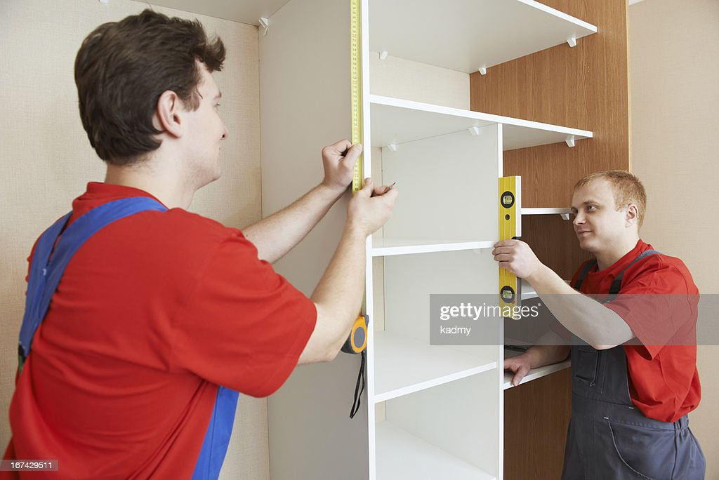 Garderobe joiners in installation der Arbeit : Stock-Foto