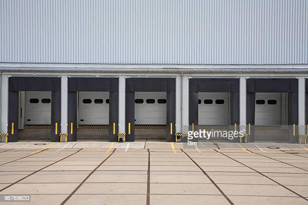 Warehouse mit Backsteingebäuden