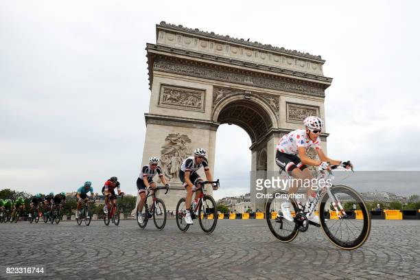 Warren Barguil of France riding for Team Sunweb in the king of the mountains jersey rides past the Arc de Triomphe during stage 21 of the 2017 Le...