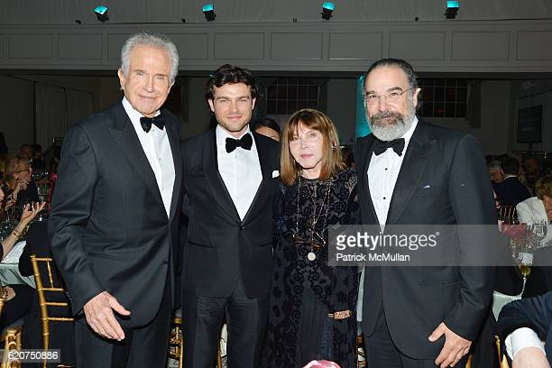 Warren Beatty Alden Ehrenreich Lee Grant and Mandy Patinkin attend the Museum Of The Moving Image 30th Annual Salute Honoring Warren Beatty at 583...