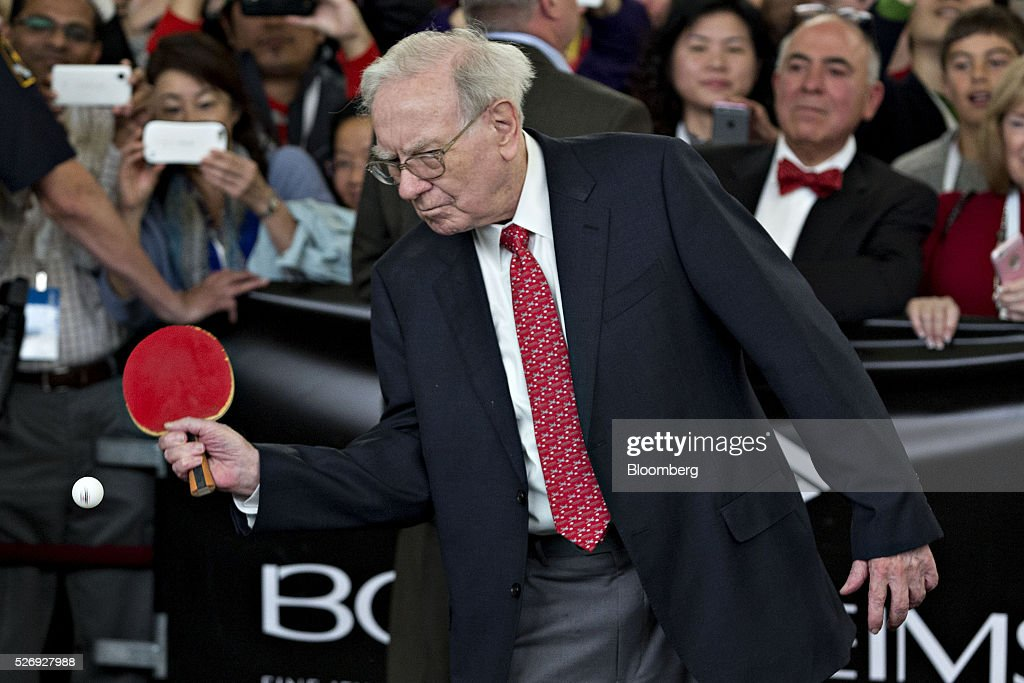 Warren Buffett, chairman and chief executive officer of Berkshire Hathaway Inc., plays table tennis on the sidelines the Berkshire Hathaway annual shareholders meeting in Omaha, Nebraska, U.S., on Sunday, May 1, 2016. Dozens of Berkshire Hathaway subsidiaries will be showing off their products as Chief Executive Officer Warren Buffett hosts the company's annual meeting. Photographer: Daniel Acker/Bloomberg via Getty Images