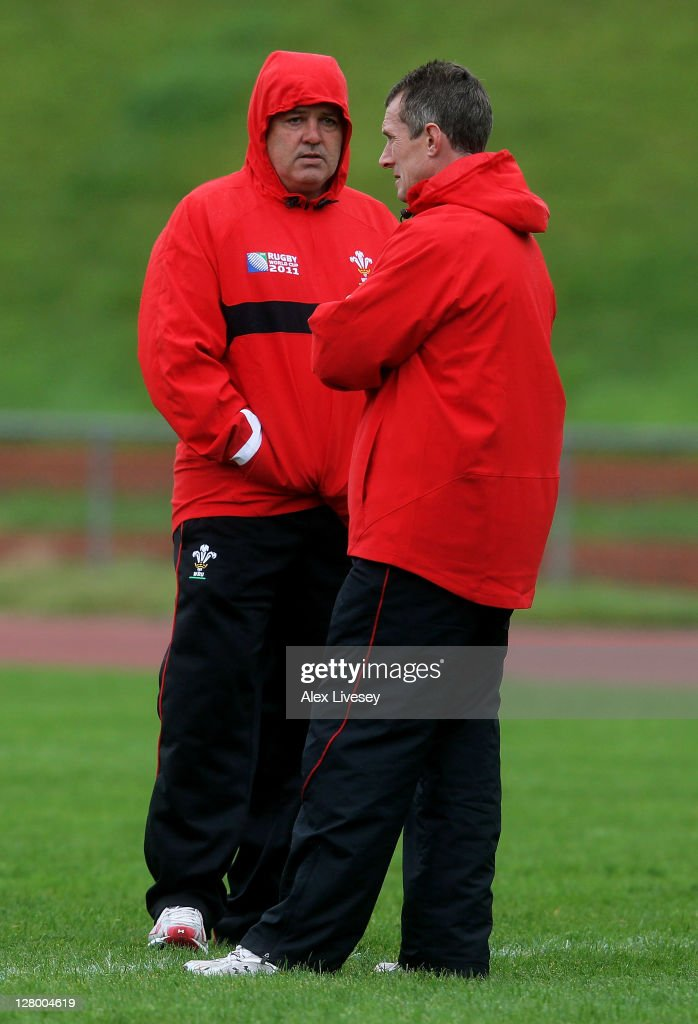 <a gi-track='captionPersonalityLinkClicked' href=/galleries/search?phrase=Warren+Gatland&family=editorial&specificpeople=686626 ng-click='$event.stopPropagation()'>Warren Gatland</a> (L) the head coach of Wales speaks with assistant coach <a gi-track='captionPersonalityLinkClicked' href=/galleries/search?phrase=Rob+Howley&family=editorial&specificpeople=215419 ng-click='$event.stopPropagation()'>Rob Howley</a> during a Wales IRB Rugby World Cup 2011 media session at Newtown Park on October 5, 2011 in Wellington, New Zealand.