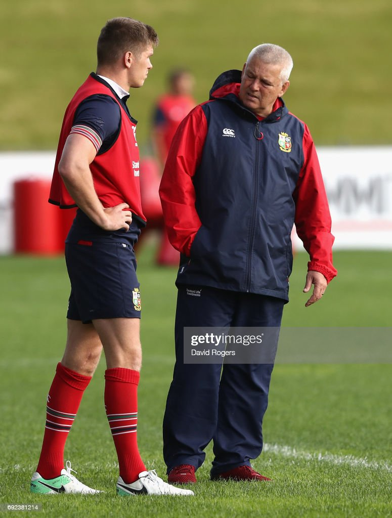 Warren Gatland the Lions head coach talks to Owen Farrell during the British & Irish Lions training session held at the QBE Stadium on June 5, 2017 in Auckland, New Zealand.