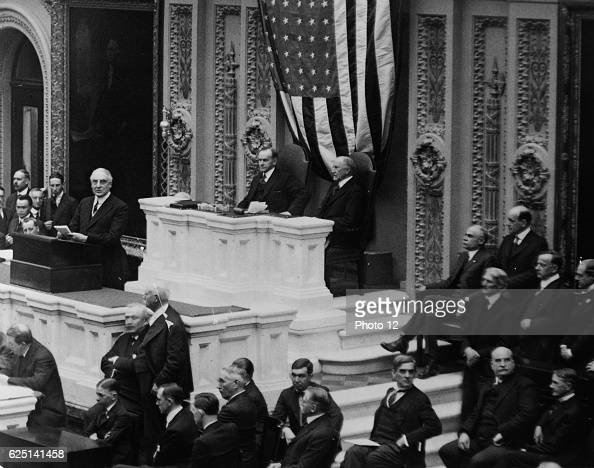 Warren Harding 29th President of the United States of America Harding addressing Congress in_1922 VicePresident Calvin Coolidge in the Chair