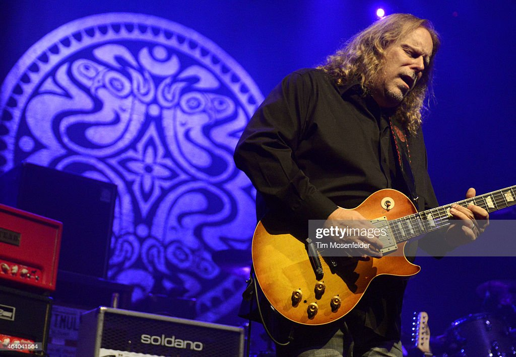 Warren Haynes of Gov't Mule performs in support of the band's ' Sco-Mule' release at The Fox Theater on February 20, 2015 in Oakland, California.