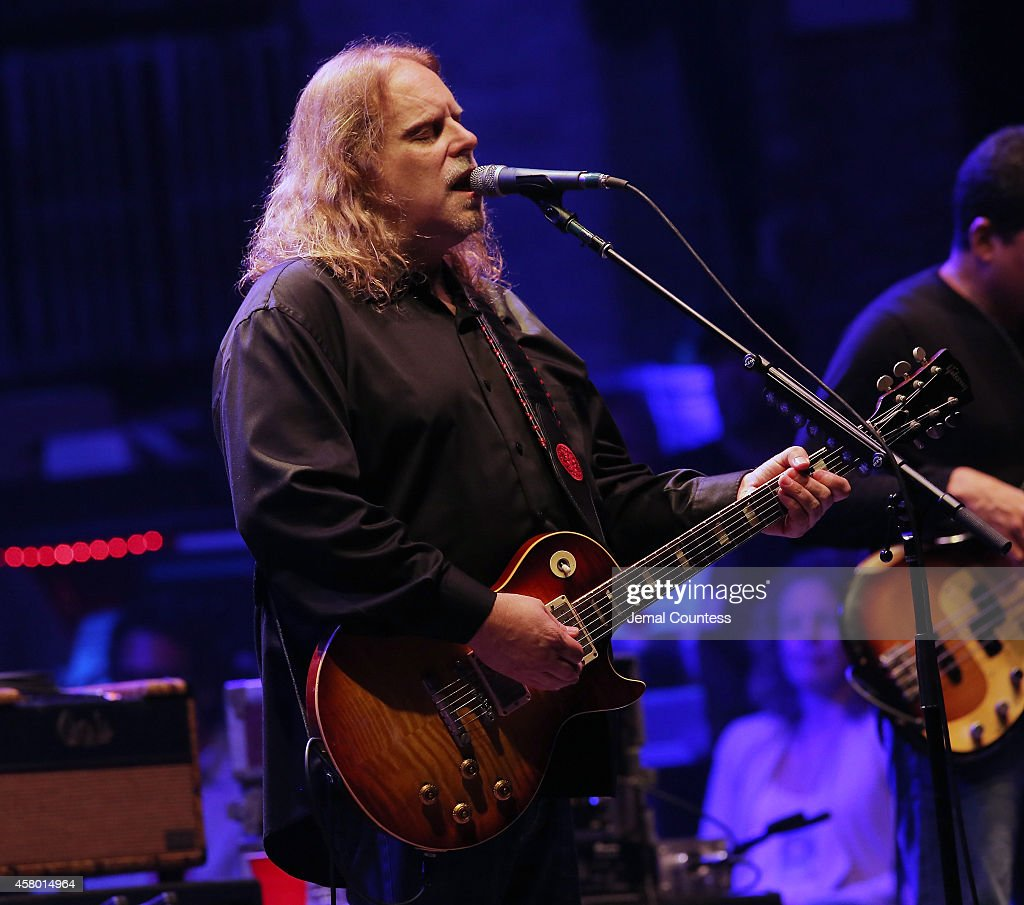 Warren Haynes of The Allman Brothers Band performs at The Beacon Theatre on October 28, 2014 in New York City.