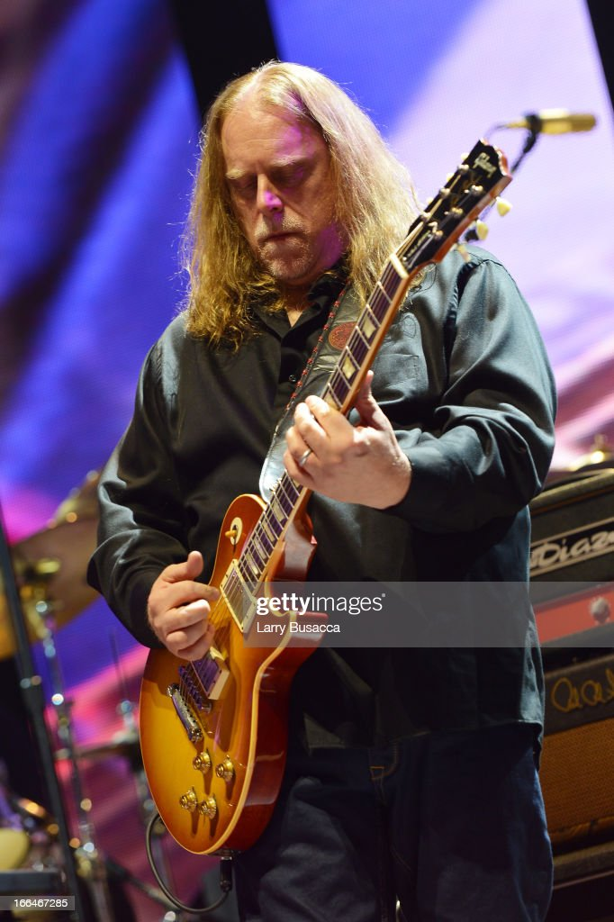 <a gi-track='captionPersonalityLinkClicked' href=/galleries/search?phrase=Warren+Haynes&family=editorial&specificpeople=220730 ng-click='$event.stopPropagation()'>Warren Haynes</a> performs on stage during the 2013 Crossroads Guitar Festival at Madison Square Garden on April 12, 2013 in New York City.
