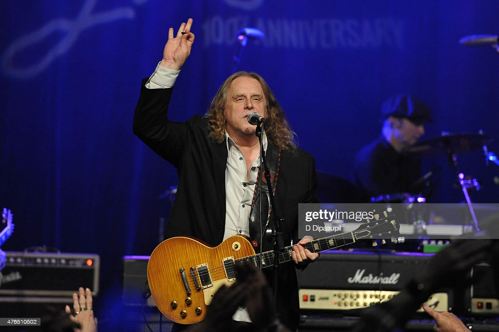 Warren Haynes performs onstage during Les Paul's 100th Anniversary Celebration at the Hard Rock Cafe - Times Square on June 9, 2015 in New York City.