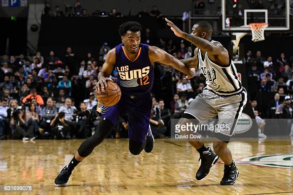 Warren of the Phoenix Suns drives to the basket against the San Antonio Spurs as part of NBA Global Games at Arena Ciudad de Mexico on January 14...