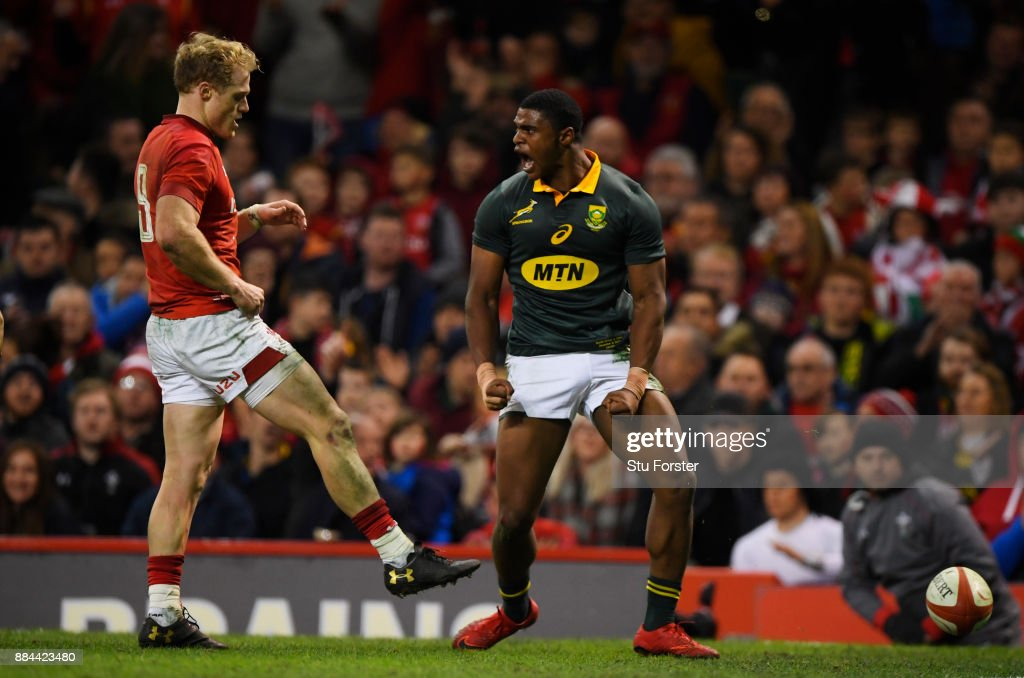 Warrick Gelant of South Africa celebrates scoring his sides first try during the international match match between Wales and South Africa at Principality Stadium on December 2, 2017 in Cardiff, Wales.
