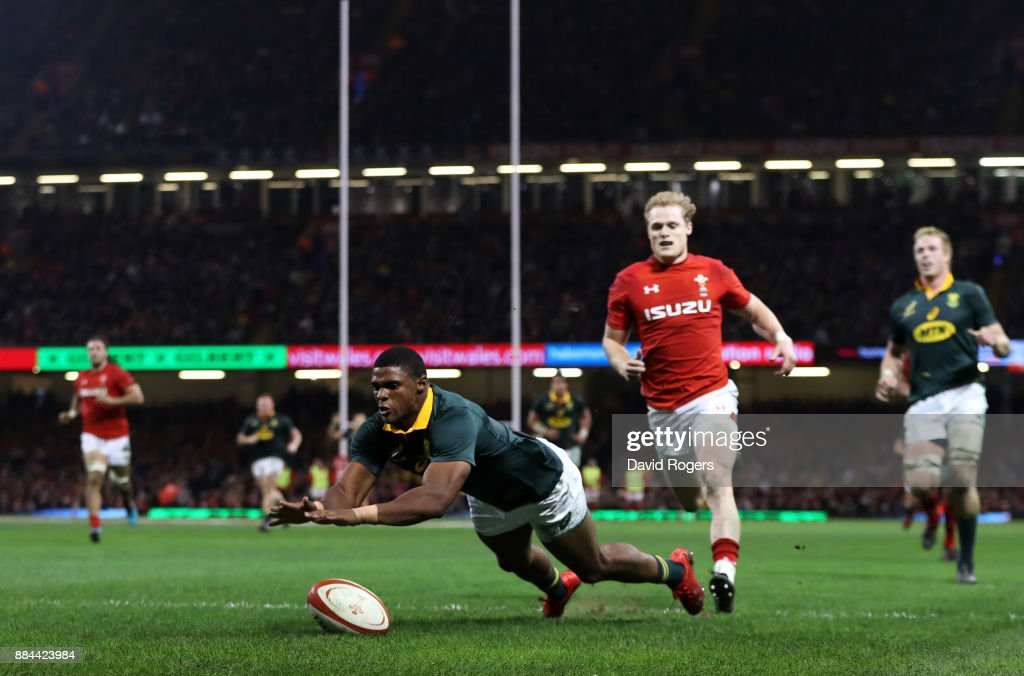 Warrick Gelant of South Africa touches down for the first try during the international match match between Wales and South Africa at Principality Stadium on December 2, 2017 in Cardiff, Wales.