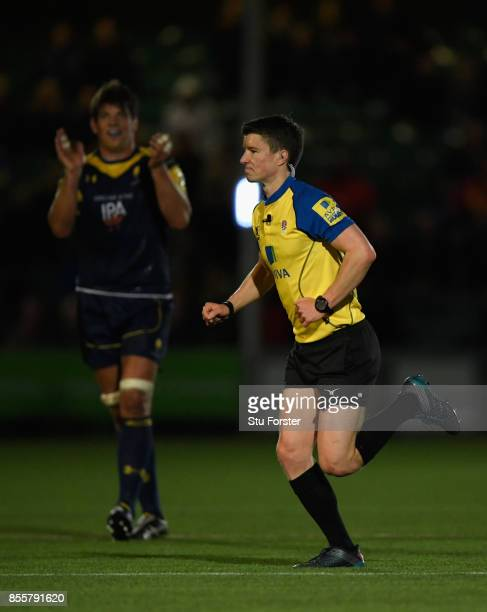 Warriors captain Donncha O' Callaghan applauds the referee Craig MaxwellKeys during the Aviva Premiership match between Worcester Warriors and...