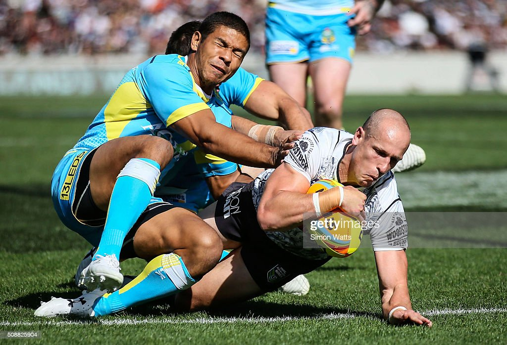 Warriors player Jeff Robson scores a try during the 2016 Auckland Nines semi-final match between the Titams and the Warriors at Eden Park on February 7, 2016 in Auckland, New Zealand.
