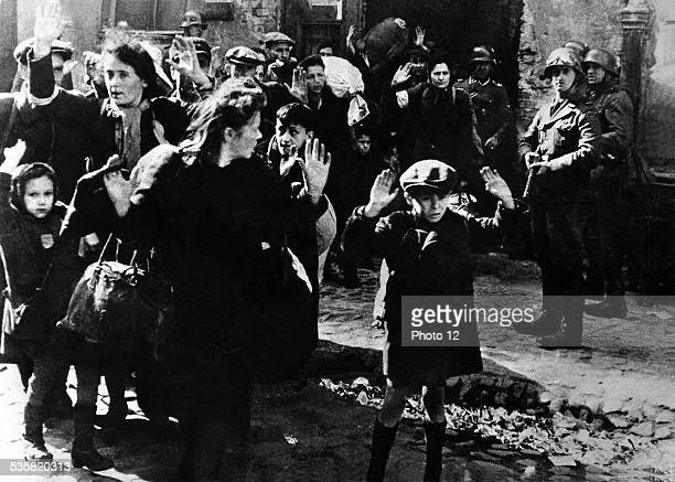 Jews being arrested 20th century Poland Second World War war Centre de documentation juive