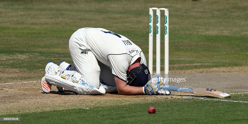 Warwickshire batsman Ian Bell doubles up after being hit during day 4 of the Specsavers Division One county championship match between Warwickshire...