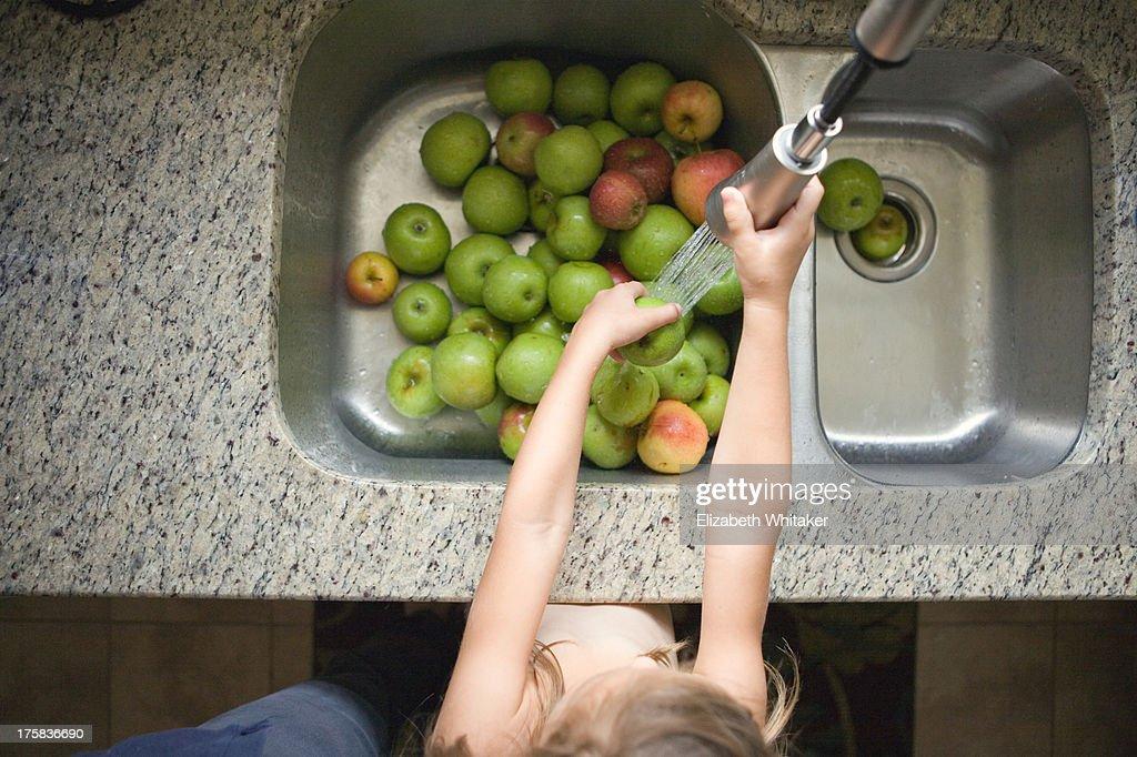 Washing Apples