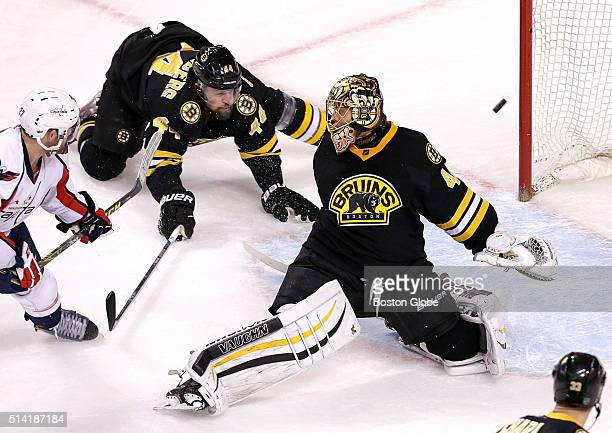 Washington Capitals defenseman Karl Alzner scores the tying goal during the second period during a game against the Boston Bruins at TD Garden in...
